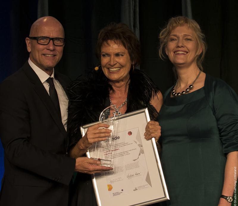 Hall of Fame -Anne Schüller mit Laudatorin Sylvia Löhken und GSA Präsident Andreas Buhr